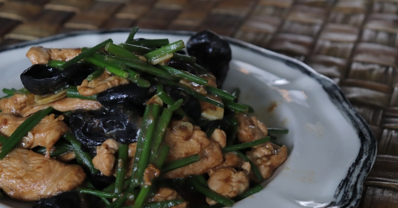 Chicken stir fry | garlic shoots | black fungus